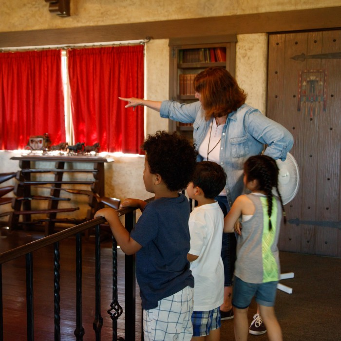 kids on a tour at the hart museum field trip